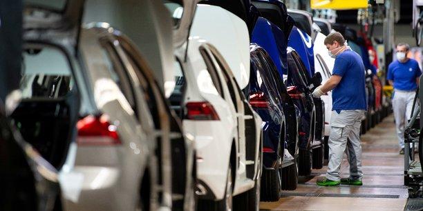 Chute record de 78,3% du marche automobile europeen en avril[reuters.com]