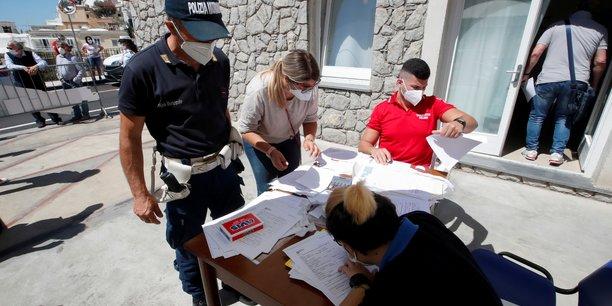 Le bilan quotidien du coronavirus recule a 130 deces supplementaires en italie[reuters.com]