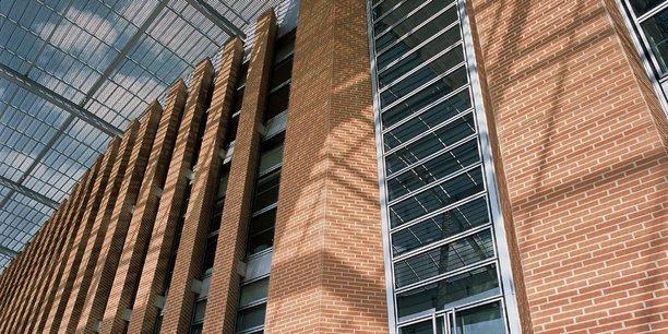 Ecole des Mines, à Carmaux, façade réalisée par Terreal