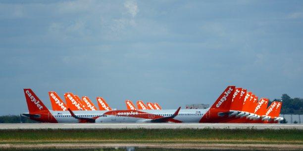 Plusieurs autres compagnies, notamment Ryanair, principale concurrente d'easyJet, ont déjà annoncé de vastes plans de suppressions d'emplois à la suite de la quasi-paralysie du transport aérien mondial provoquée par la pandémie de COVID-19. Air France prévoit d'en faire de même.