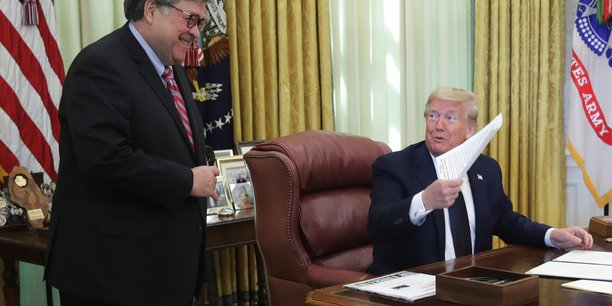 Trump signe son decret contre les reseaux sociaux, qu'il accuse de pratiques professionnelles deloyales[reuters.com]