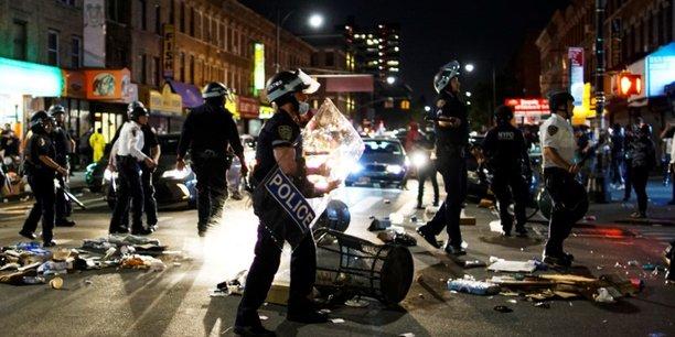 Les manifestations violentes continuent aux usa malgre des couvre-feux[reuters.com]