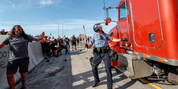 Usa: une citerne roule vers la foule sur une autoroute de minneapolis[reuters.com]
