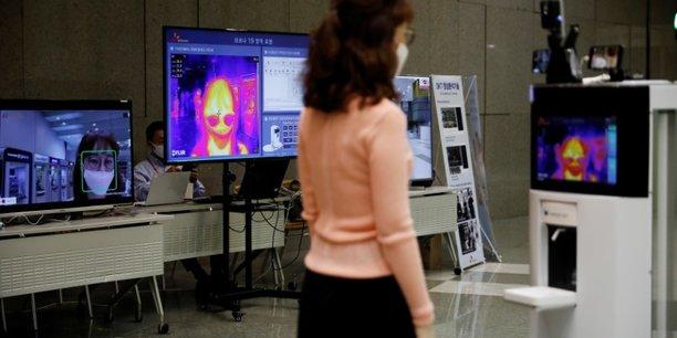 En coree du sud, un robot en premiere ligne de l'apres-confinement[reuters.com]