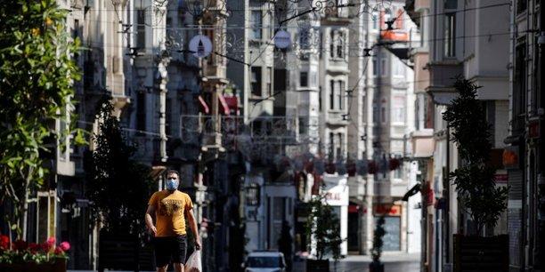 La turquie leve les restrictions et rouvre ses restaurants et parcs[reuters.com]