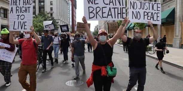 Nouvelles manifestations dans les villes us malgre les couvre-feux[reuters.com]