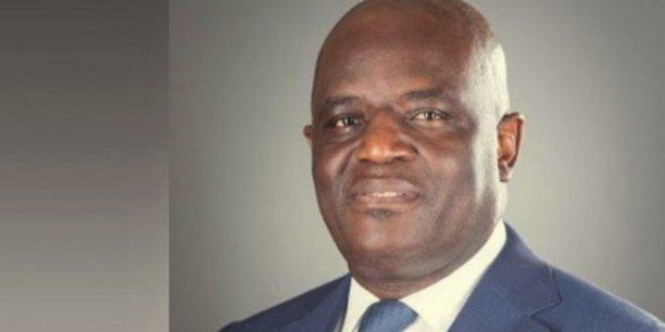 Régis Immogault est économiste en ancien ministre au Gabon ayant chapeauté plusieurs portefeuilles dont ceux de l'Economie et des Affaires étrangères.