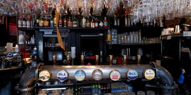 Un million de bieres attendent les buveurs a la reouverture des bars en europe[reuters.com]