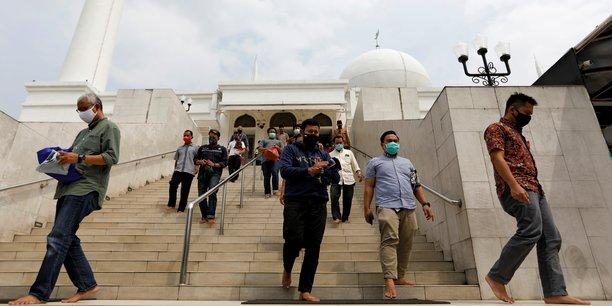 Coronavirus: les mosquees de djakarta rouvrent pour les prieres du vendredi[reuters.com]
