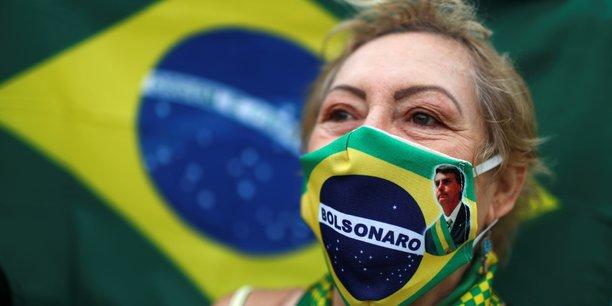 Au Brésil, troisième pays le plus endeuillé au monde après les États-Unis et le Royaume-Uni, le gouverneur de Rio de Janeiro a annoncé l'assouplissement des restrictions.