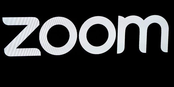 Confidentiel et réservé aux professionnels avant la crise du Covid-19, Zoom s'est démocratisé à grande vitesse à la faveur du confinement. L'entreprise américaine cherche désormais à capitaliser sur ce succès.