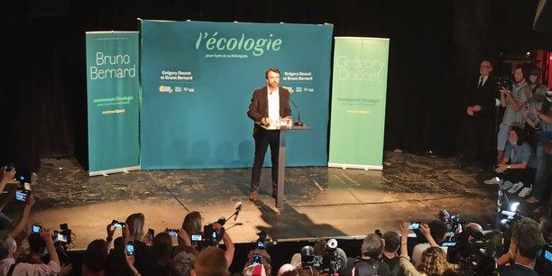 Gregory Doucet, le nouveau maire de Lyon, devant ses partisans et la presse lors de l'annonce de sa victoire