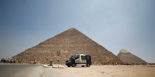 Coronavirus: l'egypte rouvre aeroports et acces aux pyramides[reuters.com]