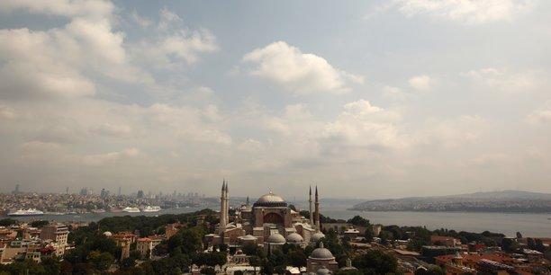 La france veut que sainte-sophie a istanbul reste ouvert a tous[reuters.com]