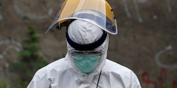 Coronavirus: un nombre record de contaminations dans le monde en une journee[reuters.com]