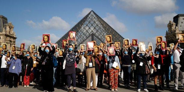 Manifestation de guides-conferenciers pour la reouverture du louvre[reuters.com]