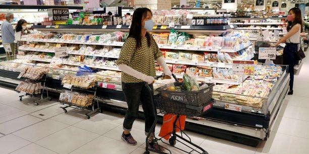 Japon: plus forte chute historique des depenses des menages[reuters.com]