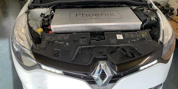 Phoenix Mobility développe des kits de conversion pour les moteurs thermiques dont la durabilité des cycles serait de 30 à 40% supérieure à une batterie classique.