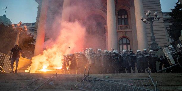 Coronavirus: la serbie renonce a reconfiner belgrade apres des manifestations[reuters.com]
