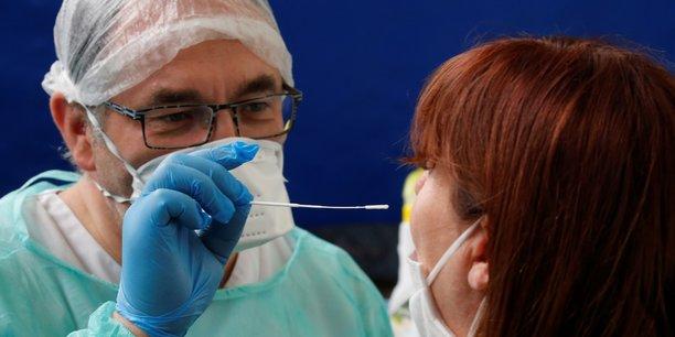 Coronavirus: 14 nouveaux deces en france, 29.979 morts au total[reuters.com]