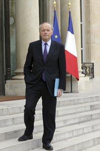 France: toubon reclame une evolution d'urgence du maintien de l'ordre[reuters.com]