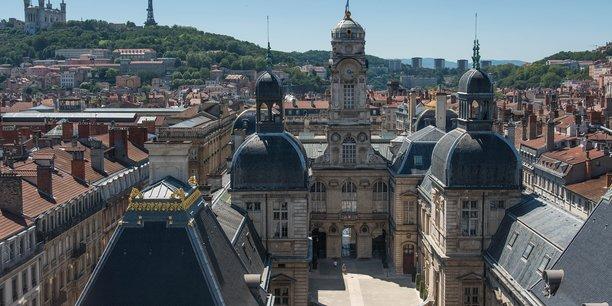 Le Préfet du Rhône a annoncé de nouvelles mesures de généralisation du port du masque, effectives dès ce mardi 1er septembre, sur l'ensemble de l'espace public des villes de Lyon et Villeurbanne.