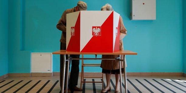 Pologne: second tour de la presidentielle sur fond de tensions avec l'ue[reuters.com]