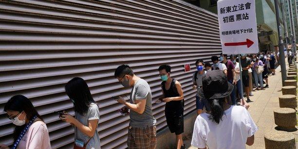 Hong kong vote massivement pour choisir ses candidats pro-democratie[reuters.com]