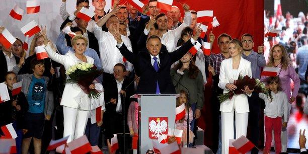Pologne: le president sortant duda donne en tete de la presidentielle[reuters.com]