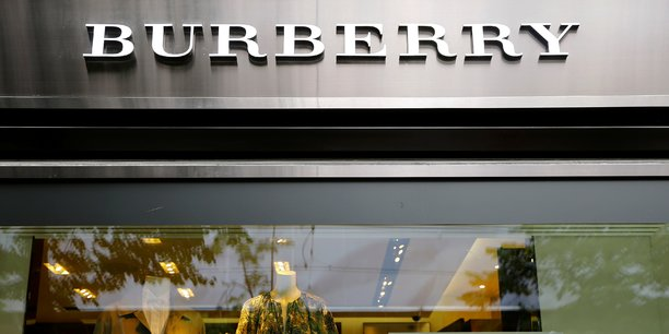 Burberry accuse une chute de 45% de ses ventes au premier trimestre, supprime des emplois[reuters.com]