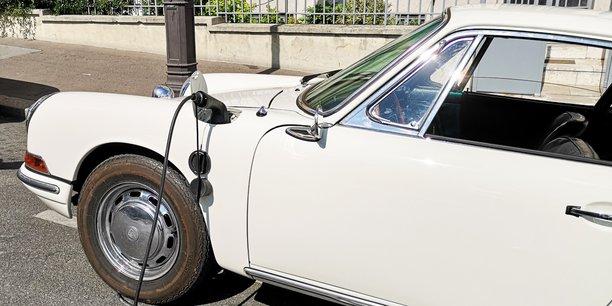 Autorisée en France depuis avril 2020, le retrofit consiste à remplacer le moteur thermique d'un véhicule de plus de cinq ans par une motorisation électrique.