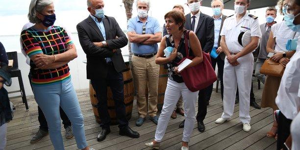 Annick Girardin, au centre, lors de sa prise de parole à Arcachon à côté de Sophie Panonacle (à gauche).