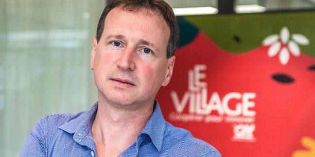 Nicolas Bourdel, le fondateur de la jeune startup clermontoise, est également praticien hospitalier au CHU de Clermont-Ferrand et professeur de chirurgie gynécologique à l'Université Clermont Auvergne.