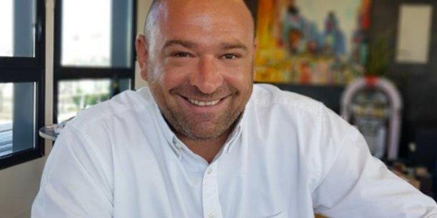 Le lyonnais Fabrice Faure, dirigeant du groupe d'intérim LIP, Les Intérimaires Professionnels, reste joignable durant ses vacances, mais s'applique à ne pas regarder son téléphone les après-midis.