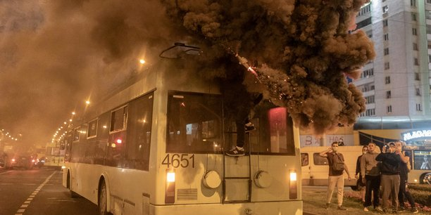 Bielorussie: nouvelle nuit d'echauffourees apres le depart de tikhanouskaia[reuters.com]