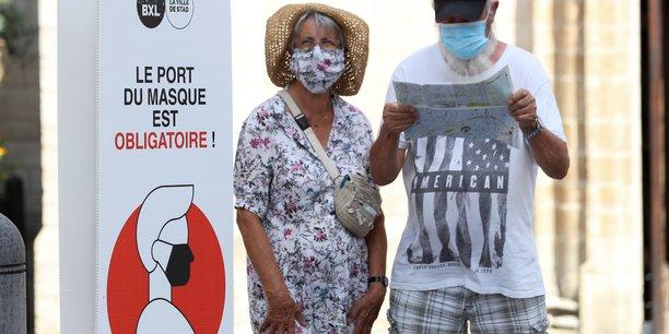 Masque obligatoire dans tous les espaces publics de bruxelles[reuters.com]