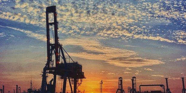 En 2020, la demande de brut doit chuter à 91,9 millions de barils par jour (mb/j), soit 140.000 barils par jour de moins que prévu.