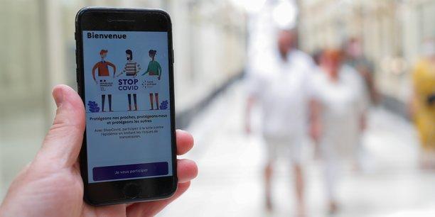 StopCovid devait permettre à ses utilisateurs d'être prévenus s'ils ont croisé récemment, à moins d'un mètre et pendant plus de 15 minutes, un autre utilisateur qui s'est découvert contaminé par le coronavirus.