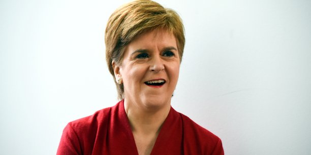 Le peuple d'Ecosse a voté pour donner aux partis pro-indépendance une majorité au Parlement écossais, s'est félicitée Nicola Sturgeon devant ses partisans.