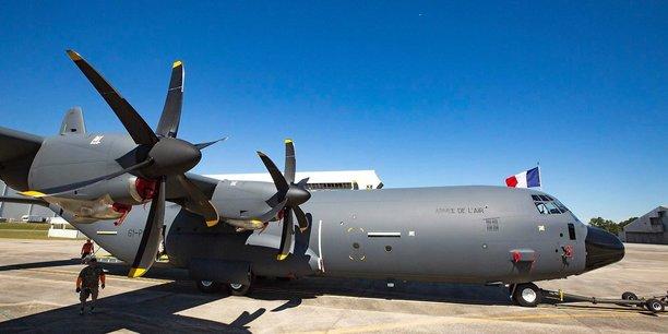 Le C-130, un avion de transport tactique logistique et de fret, est également utilisé par les opérations spéciales
