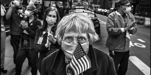 Parmi les expositions présentées par Visa pour l'image, les photographies de Peter Turnley saisissant le visage humain du Covid-19 à New York.