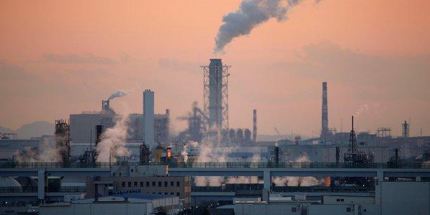 Le projet Energy Policy Tracker mené par 14 instituts de recherche qui suivent les annonces post-Covid a calculé que les pays du G20 ont promis au moins 234 milliards de dollars d'argent public en faveur des énergies fossiles, contre 151 milliards pour les énergies propres.