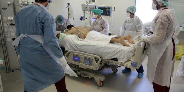 De nombreux facteurs de risques et maladies non transmissibles étudiés dans ce rapport sont associés avec un risque accru de formes graves de Covid-19, voire de décès, juge The Lancet.