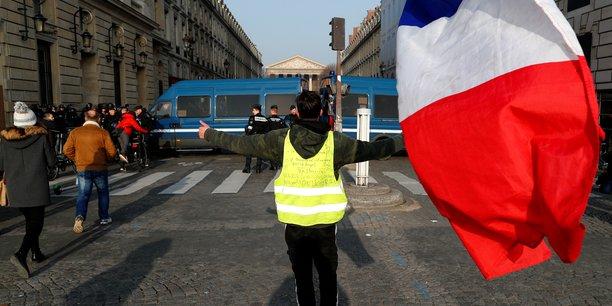 Pour le président français, il est nécessaire de « largement transformer notre économie, en augmentant le prix du carbone », mais d'une manière « réalisable » pour la population.