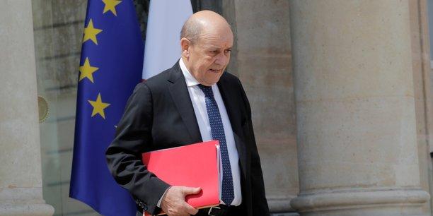 M. Le Drian a pris la décision qui lui paraissait la bonne, il a écrit cette lettre. Ce que je fais, ce que je continuerai à faire, (...) c'est de pousser pour qu'il y ait une taxation des activités digitales, a déclaré le ministre de l'Économie et des Finances sur France 2.