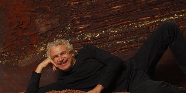 François Pralus, chocolatier et créateur de la fameuse Praluline, entame un virage vert avec la mise en place de 140 panneaux photovoltaïques sur son toit, qui seront bientôt complétés par 300 autres panneaux au sein du jardin de la Manufacture Pralus.