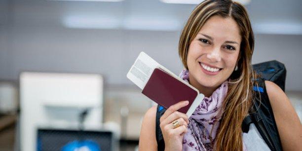 Thales, qui se revendique comme le leader mondial sur le marché des documents de voyage et d'identité, contribue à plus de 30 programmes de passeports électroniques dans le monde.