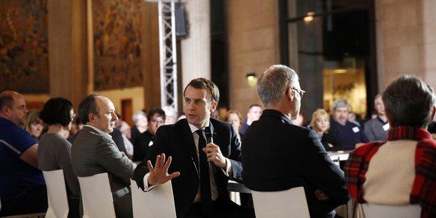 Le président de la République lors d'une séance de la Convention citoyenne sur le climat, le 10 janvier 2020 à Paris.
