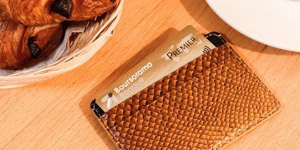 Cuir Marin de France vient par exemple de collaborer avec la marque parisienne Jean Rousseau pour la conception de porte-cartes en cuir marin.