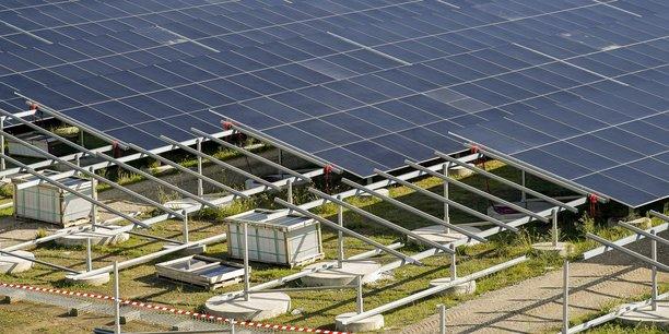 La pose des panneaux solaires a en réalité déjà commencé. La centrale doit être livrée fin 2021.